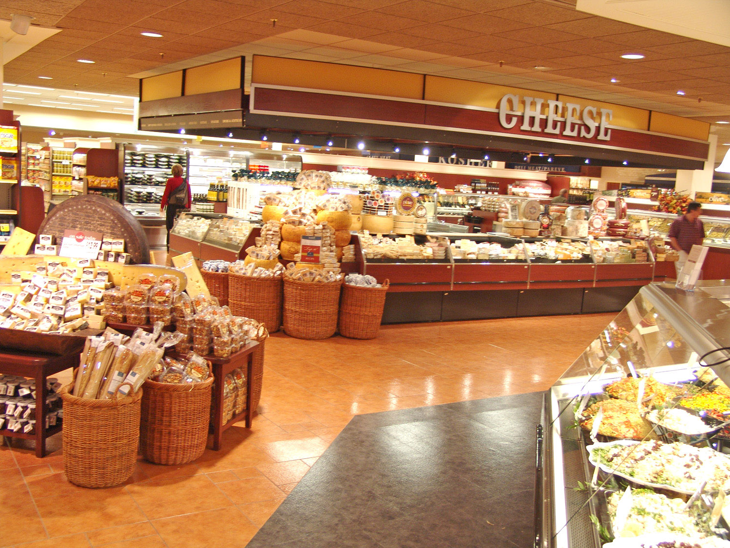 <p>In each of Lunds &#038; Byerlys deli departments, customers will find hundreds of specialty cheeses to choose from in addition to chef-prepared meals, side dishes and gourmet deli salads.</p>