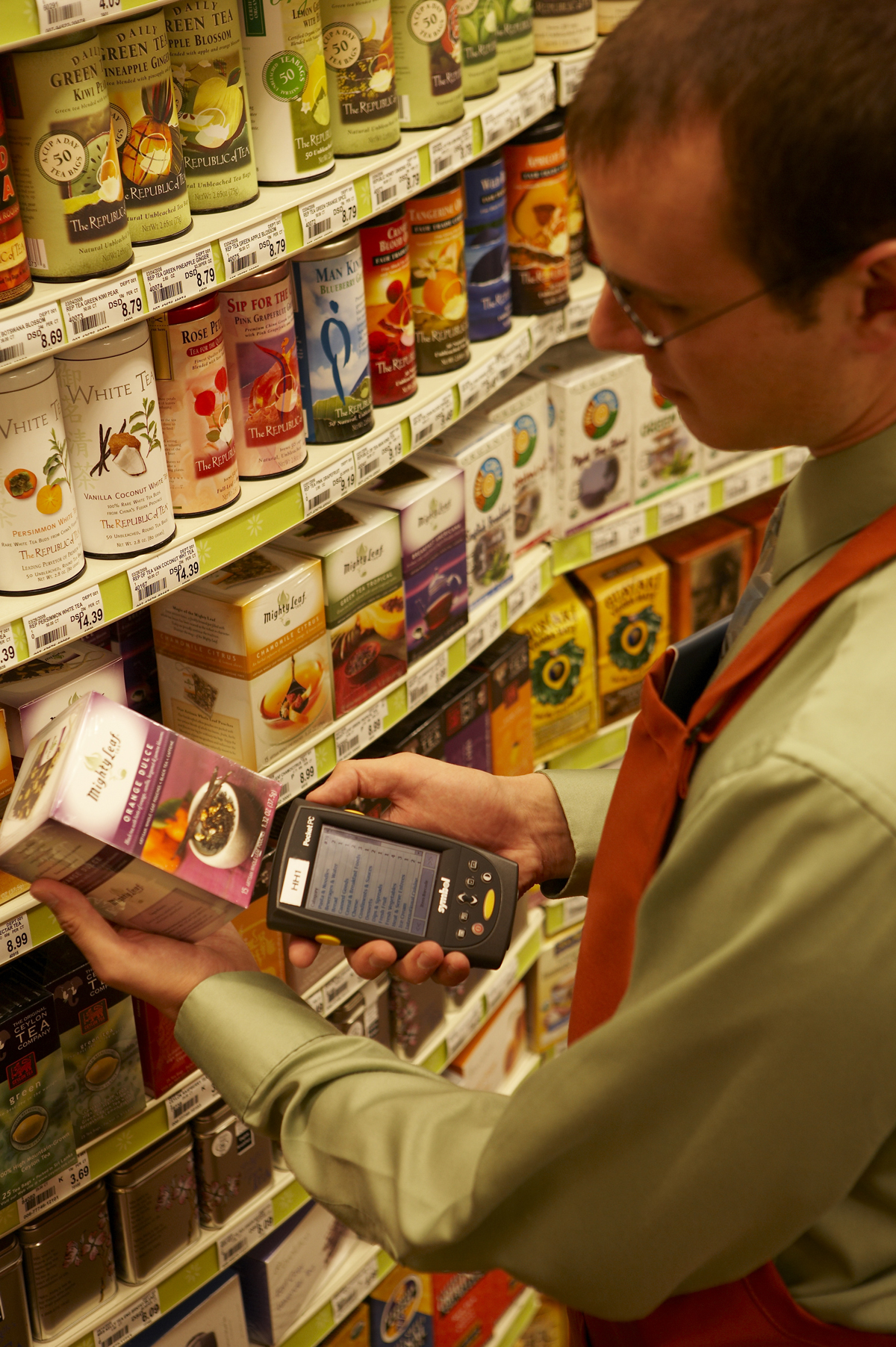 <p>Advanced wireless technology helps personal shoppers quickly and accurately fulfill an order according to any special instructions provided by the customer.</p>