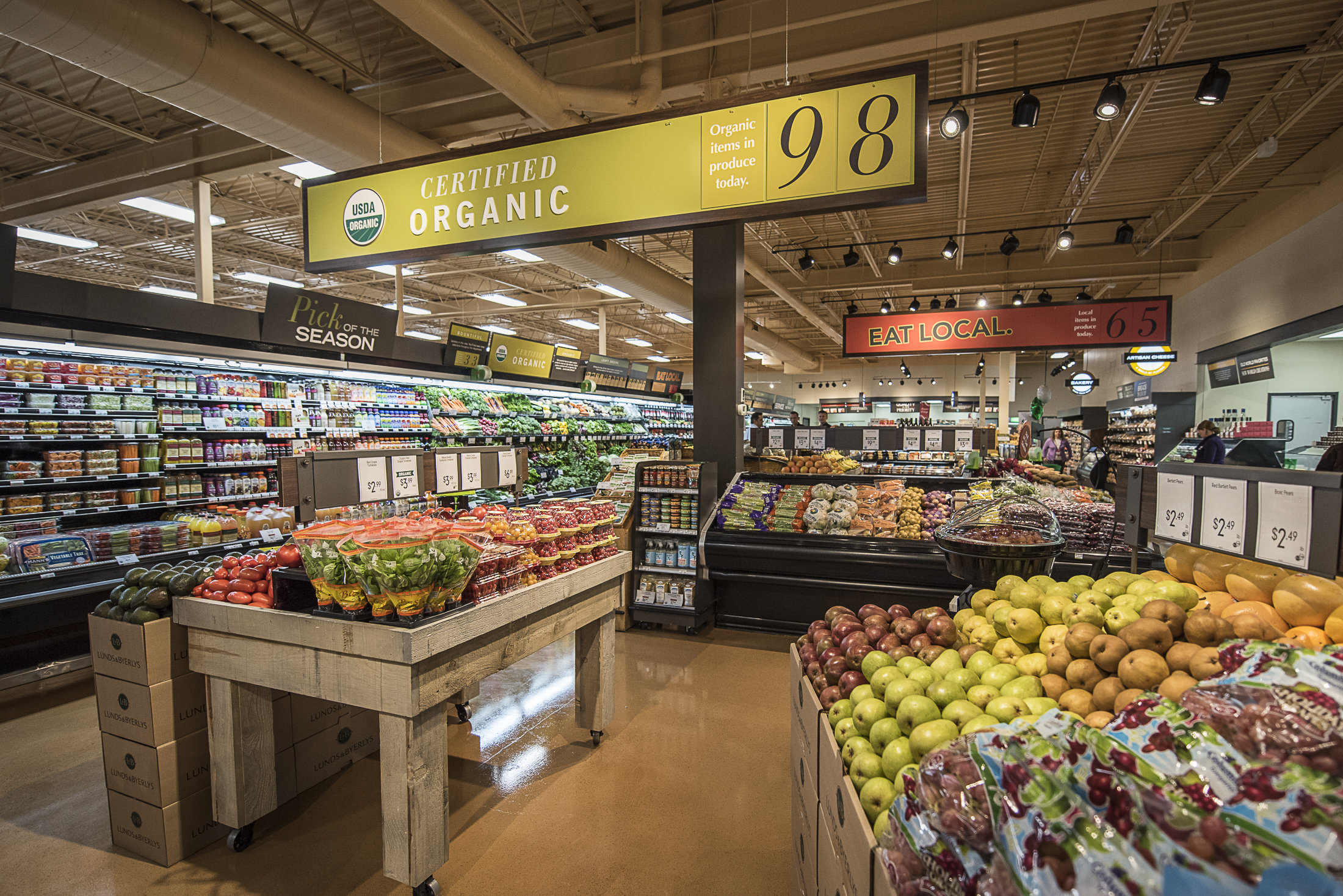 <p>Lunds & Byerlys offer hundreds of varieties of fresh fruits and vegetables, including an extensive selection of certified-organic produce. Many seasonal varieties of fruits and vegetables come from local farmers.</p>