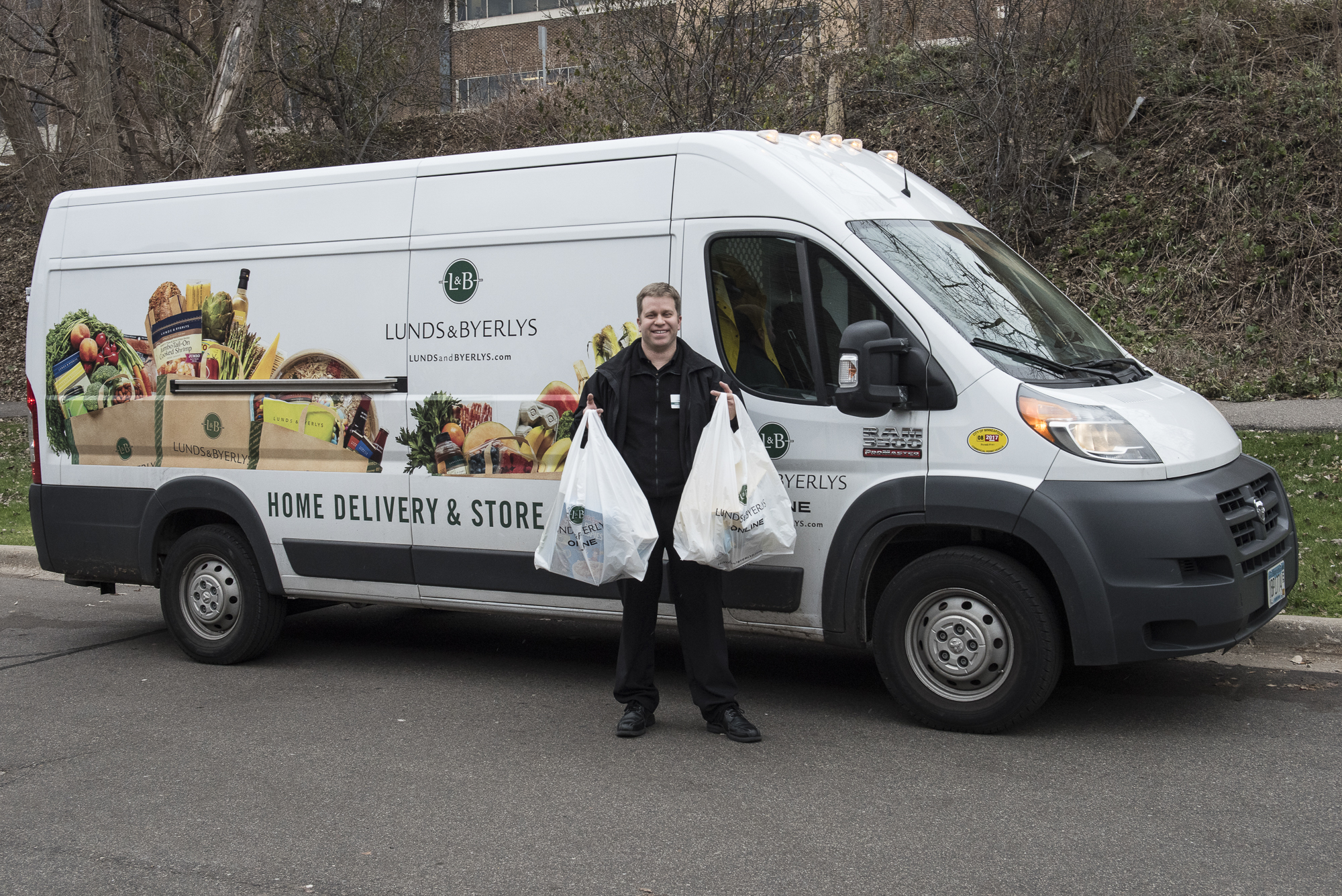 <p>Lunds & Byerlys delivery vans are equipped with climate-controlled compartments so frozen, chilled and room-temperature products are fresh when customers receive them.</p>
